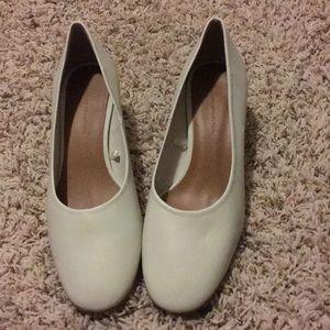 Leather ballerinas with heels
